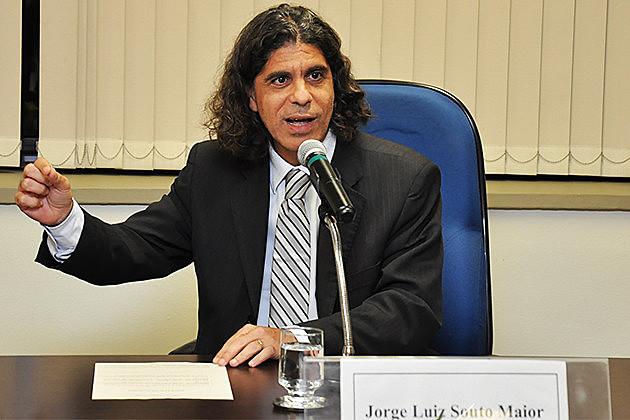 Juiz Jorge Luiz Souto Maior em palestra na Escola Judicial do TRT-15