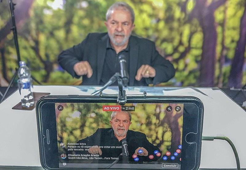 """Comparato: """"Evidentemente, vão prosseguir nisso para impedir a candidatura Lula em 2018"""", prevê o jurista"""