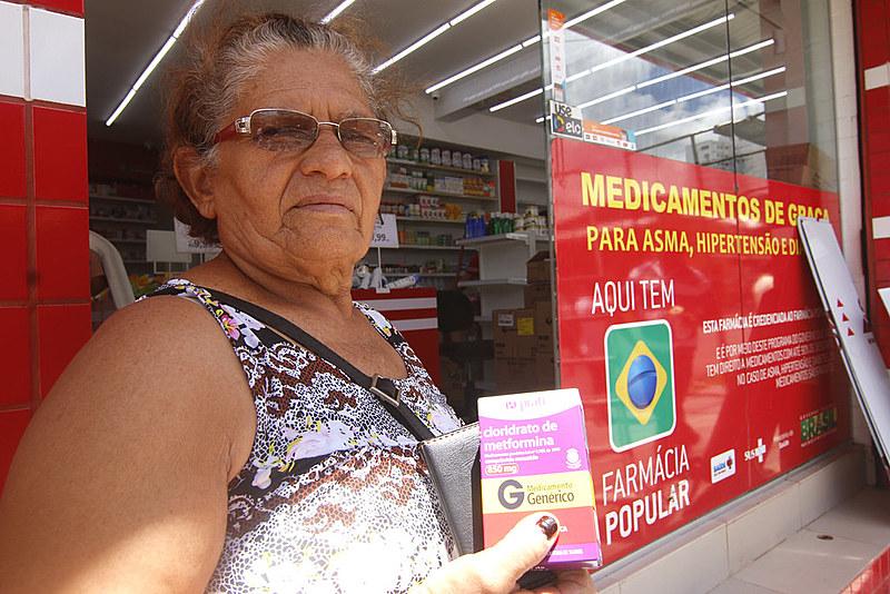 Os postos do Programa Farmácia Popular foram fechados na Paraíba e agora os medicamentos são retirados exclusivamente em farmácias privadas.