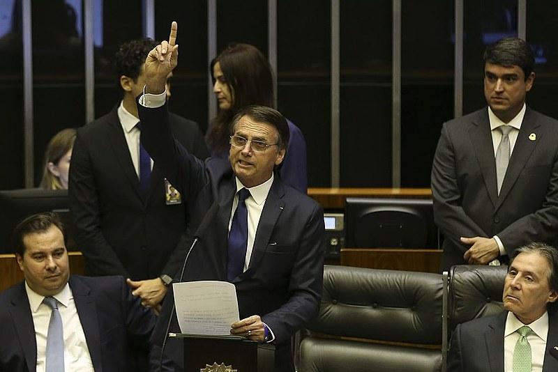 Segundo pesquisa do Datafolha, 44% dos brasileiros não confia na palavra do presidente, enquanto 36% confia eventualmente e 19%, sempre.