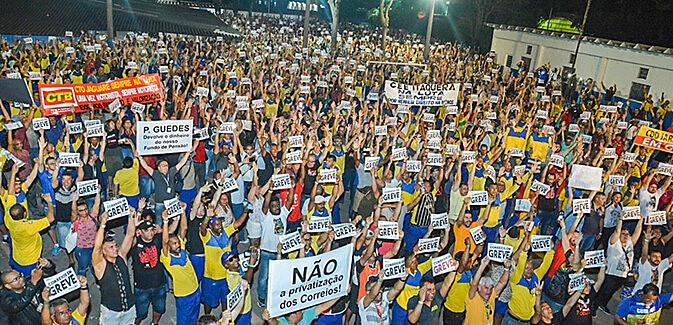Mais de cinco mil trabalhadores participaram da assembleia que aprovou a greve em São Paulo