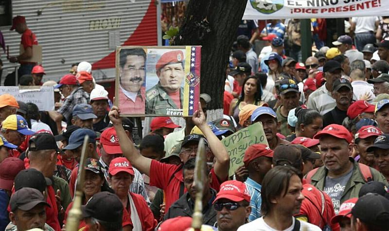 Protesto chavista começou em quatro pontos diferentes de Caracas, encontrando-se no centro da cidade