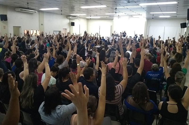 Inicia hoje a greve do Imesf, aprovada em assembleia realizada na Paróquia da Pompeia