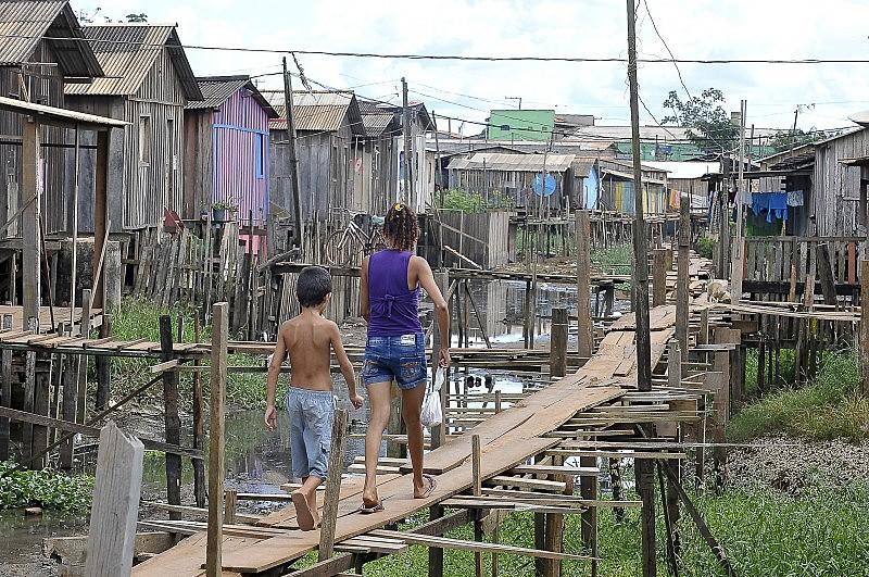 Falta de saneamento em Altamira (PA) coloca vida das famílias em risco