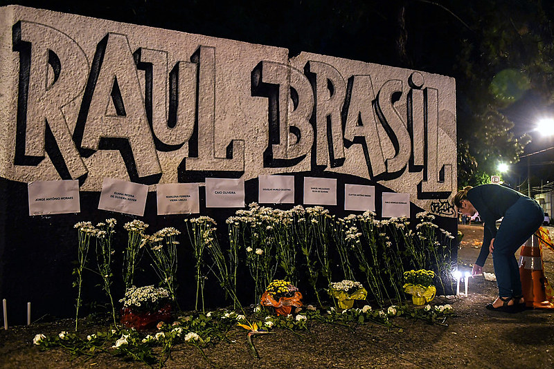 No mesmo dia em que 10 estudantes de ensino médio e funcionários de uma escola em Suzano, em São Paulo, eram assassinados em uma chacina no