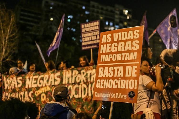 Em 2014, a ex-presidenta Dilma Rousseff (PT) sancionou a lei nº 12.987 estabelecendo a data de 25 de julho como o Dia Nacional de Tereza de Benguela e da Mulher Negra