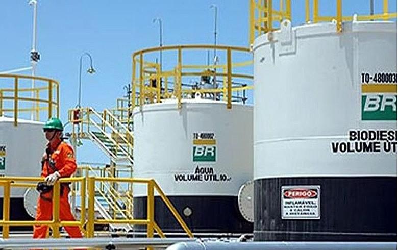 Com política atual, empresa abre mão de investimentos e pretende vender refinarias no nordeste e sul do país