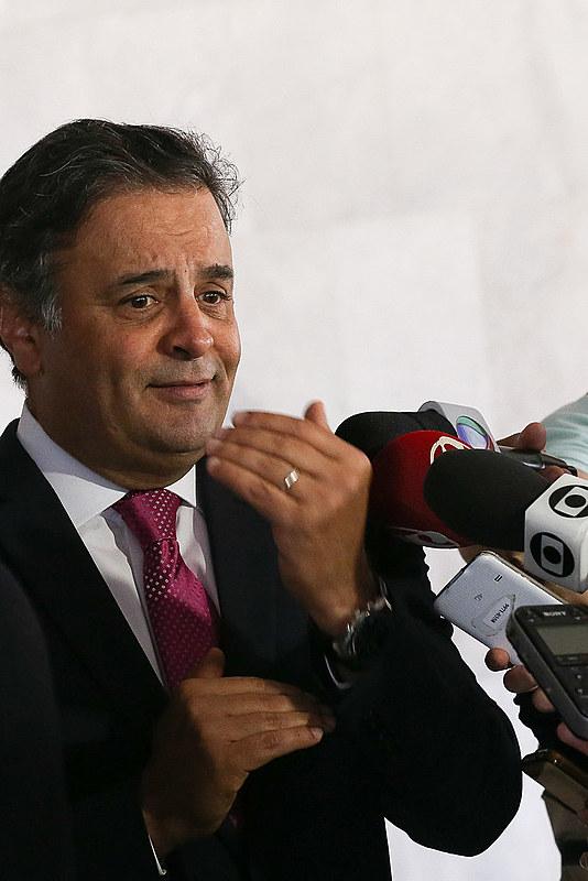 Aécio, malandramente, quer tirar o cargo do governador Fernando Pimentel, democraticamente eleito no primeiro turno