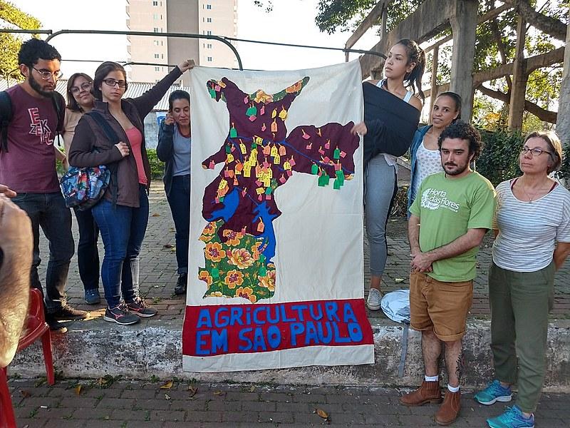 Além de realizar plantio, participantes da oficina descobriram que a região central de São Paulo tem centenas de hortas urbanas