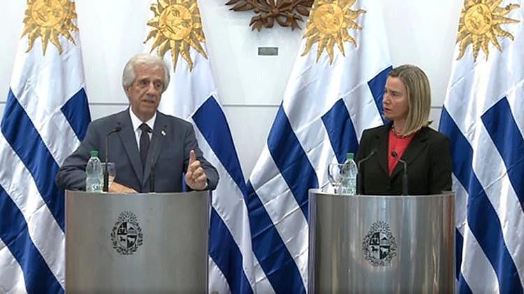O presidente do Uruguai, Tabaré Vázquez, e Federica Mogherini, representante da União Europeia, durante entrevista coletiva