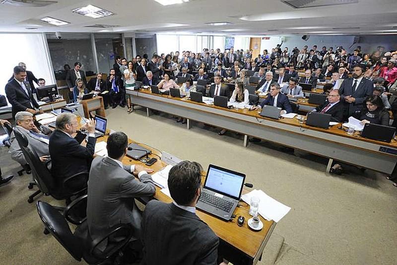 Sessão da Comissão de Assuntos Econômicos teve leitura de parecer do relator Ricardo Ferraço (PSDB-ES)