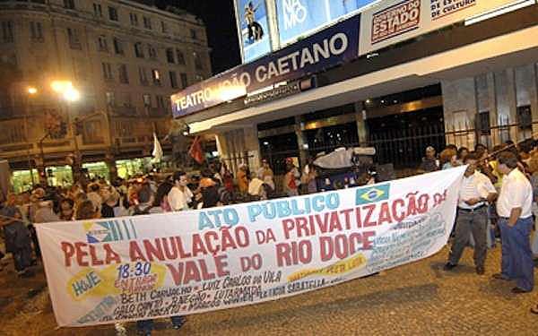 """Población salió a las calles a protestar contra la privatización de la compañía Vale do Rio Doce, vendida """"a precio de huevo"""" en 1997"""