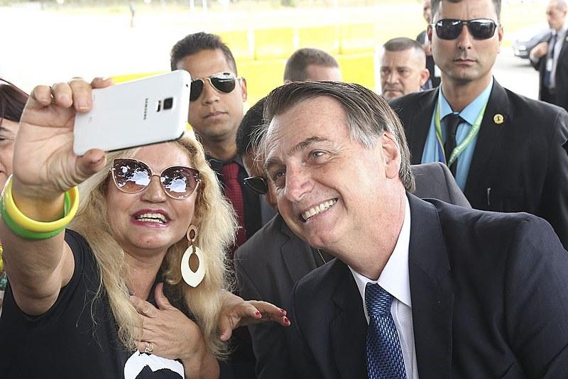 """""""Se você optou por Bolsonaro pensando em livrar o país da corrupção, por favor me dê licença que preciso rir."""""""