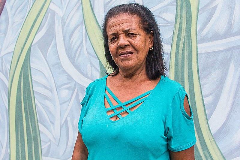 Vera Lúcia Silva viu sua casa ser destruída pela lama de rejeitos de minério de ferro da barragem da Samarco
