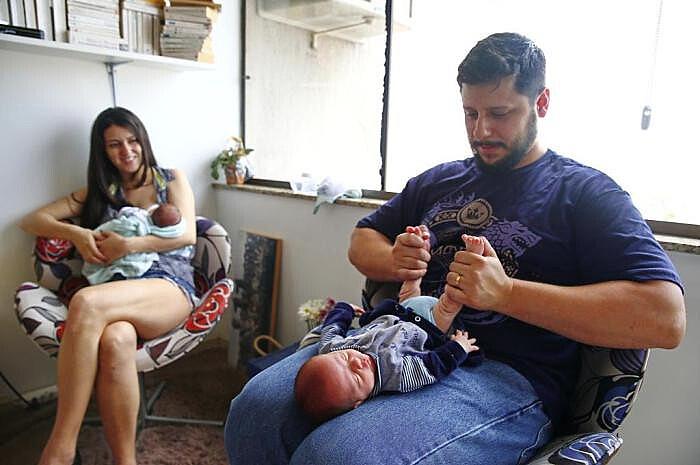 Funcionário público Leônidas Cavalcante com o filho em momento de descontração com a família