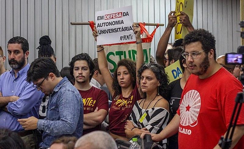 Estudantes avaliam que a CPI fomenta a crise de legitimidade das universidades públicas