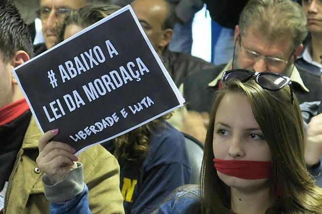 Propostas da articulação Escola sem Partido expressam posições ideológicas antidemocráticas