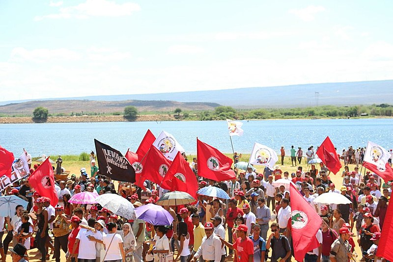 Protesto contra a privatização da Chesf e em defesa do rio São Francisco reuniu cerca de 3 mil pessoas em Petrolândia.