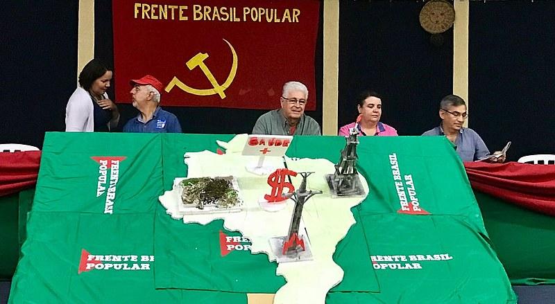Requião esteve em atividade da Jornada de Lutas em defesa das empresas públicas, organizada em âmbito nacional pela Frente Brasil Popular