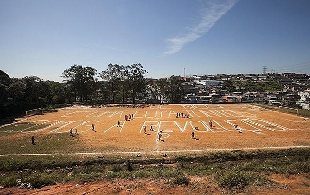 """Vista do campo de futebol da """"Povo Unido Para Vencer"""" em 2013"""