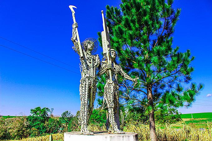 Camponeses sem-terra foram homenageados em monumento na Encruzilhada Natalino