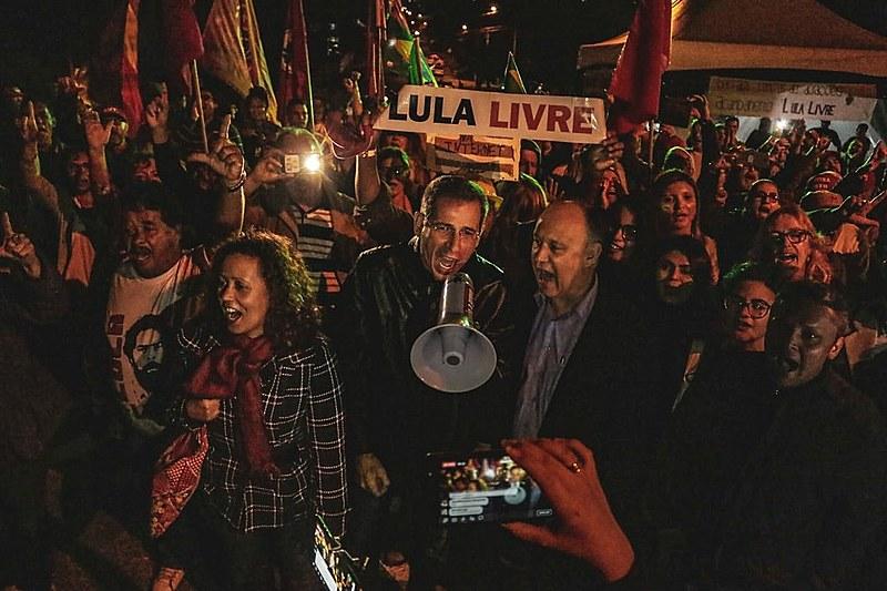 Segundo o deputado petista, o ex-presidente Lula sabe que não está sozinho