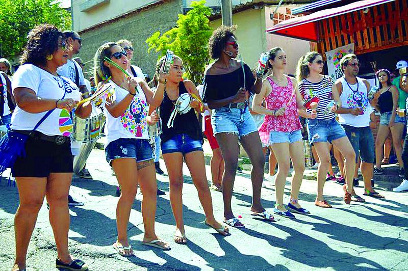 Bloco da Língua sai no bairro São Salvador, em Belo Horizonte