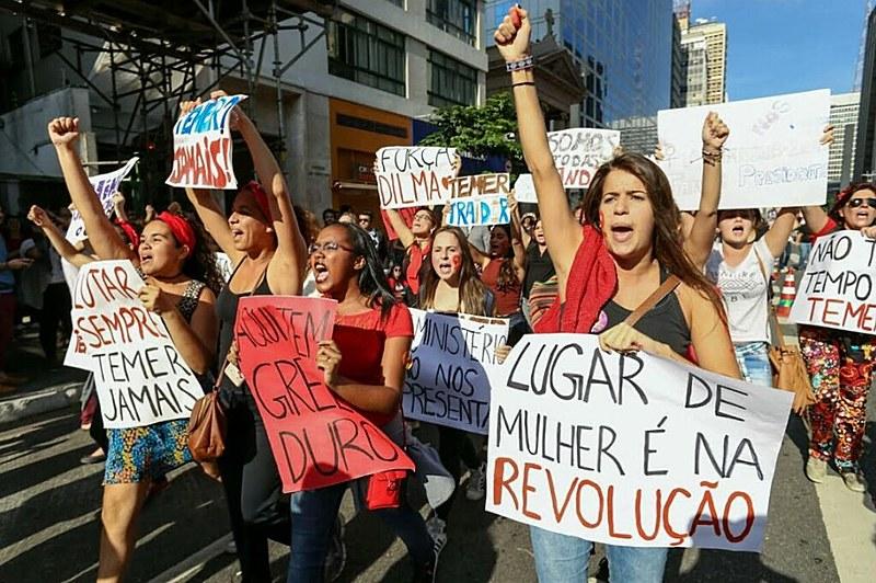 Enquanto mulheres marchavam por mais direitos, presidente Temer fez discurso reduzindo papel da mulher ao lar