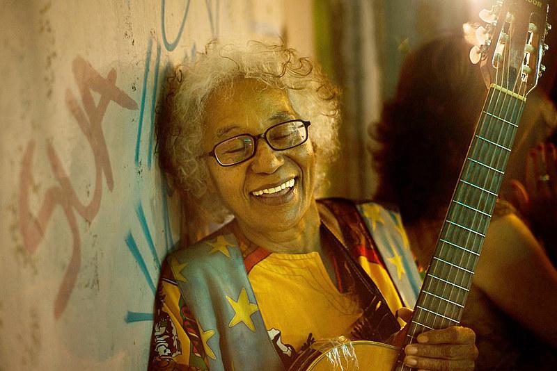 """Cátia nasceu na Paraíba e, como ela mesma diz, tem """"acidentalmente"""" 71 anos"""
