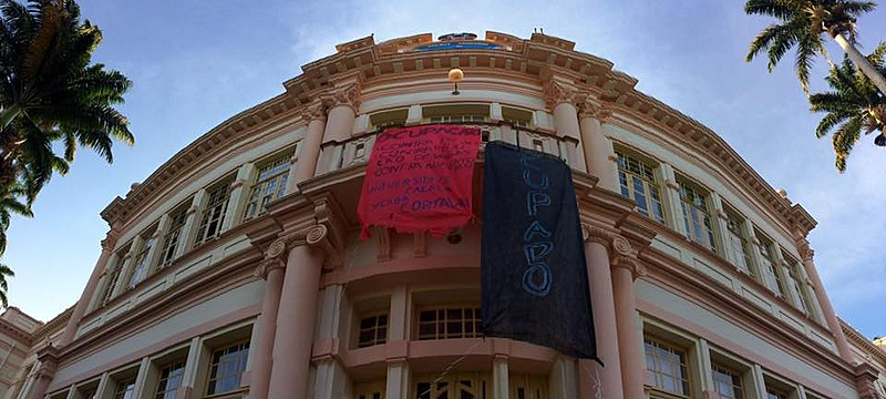 Prédio central da instituição, edifício Arthur Bernardes, está ocupado desde segunda-feira (17)