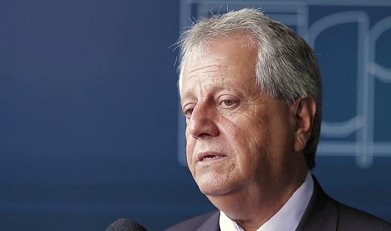 Costa (acima) tem sido pressionado pelo ministro da Justiça, Osmar Serraglio (PMDB), por se recusar a nomear 28 pessoas