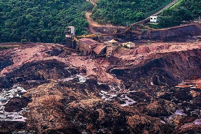 Crime de Brumadinho (MG) deixou 235 mortos; 35 pessoas continuam soterradas