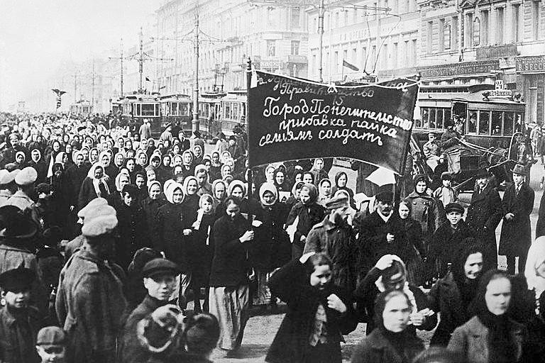 Milhares de trabalhadoras e trabalhadores se revoltaram contra o governo tirano e ditador