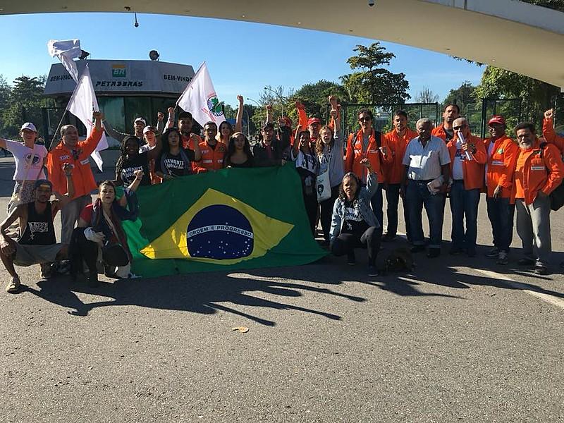 Jovens estiveram na Reduc para apoiar causa de petroleiros contra desmonte da Petrobras