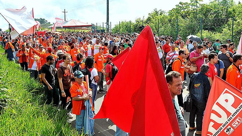 Ato ocorreu no Trevo da Resistência, próximo à entrada da Refinaria Landulpho Alves, em Candeias, região metropolitana de Salvador.