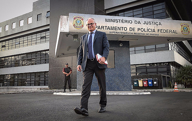 Gualtieri brought letters from important European left-wing leaders who support Brazil's ex-president