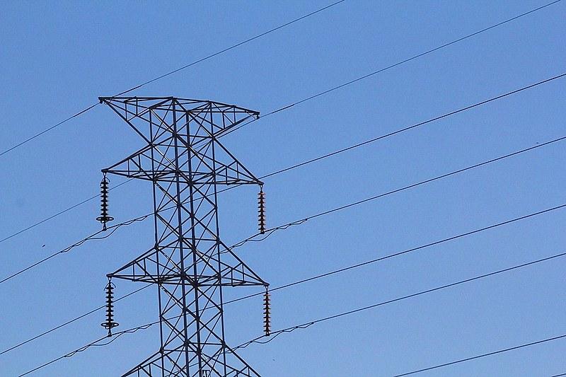 Estão em jogo mais de 8 mil megawatts em geração; cerca de 10,7 mil funcionários e 11,4 milhões de clientes