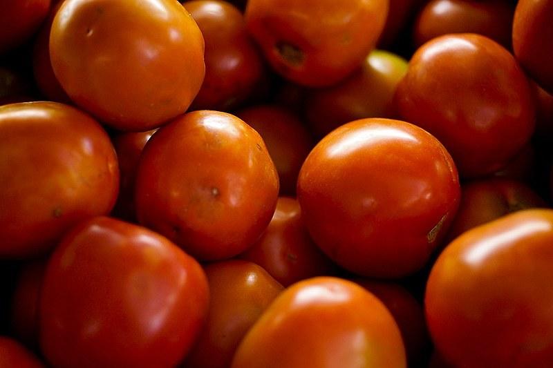 O tomate subiu nas 18 capitais, chegando a 117,38% em Florianópolis e 113,28% no Rio de Janeiro