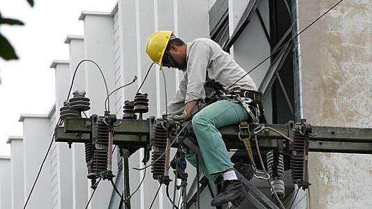 Entre os agentes nocivos, estão eletricidade e ruídos