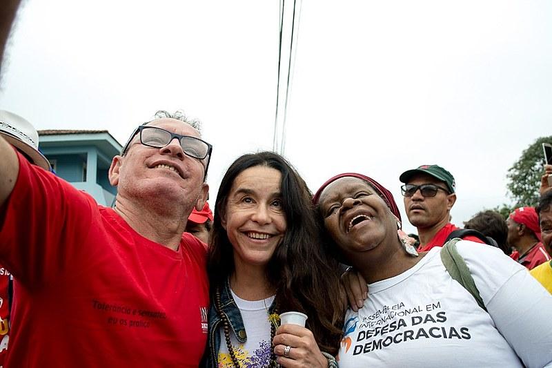 Lucélia Santos em visita ao acampamento Marisa Letícia em Curitiba
