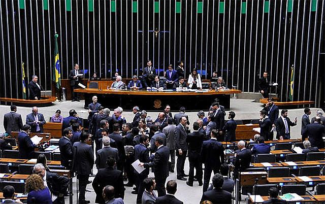 La sesión en la plenaria se extendió por más de nueve horas