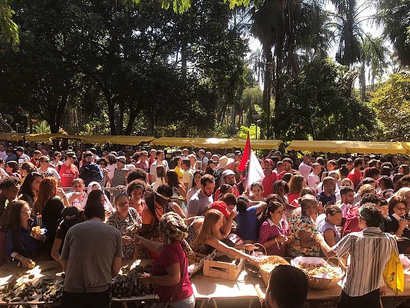 Um banquete agroecológico foi servido aos participantes no encerramento do IV Encontro Nacional de Agroecologia