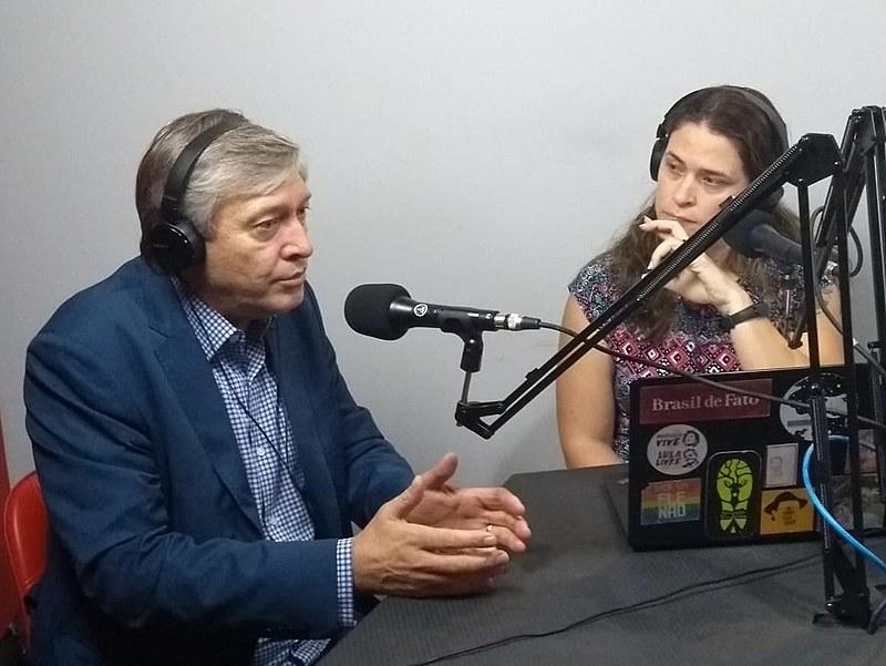 Strozake (esq.) concedeu entrevista nos estúdios da Rádio Brasil de Fato