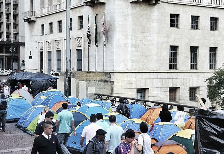 Acampamento em frente à Prefeitura de São Paulo no ano de 2013 reivindicando moradia