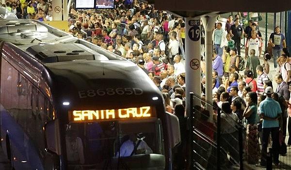 Diariamente, cerca de 450 mil pessoas passam pelo Terminal Alvorada na Zona Oeste do Rio