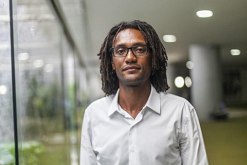 Entre outras coisas, Sampaio critica a lógica do encarceramento e defende uma revisão na política de drogas
