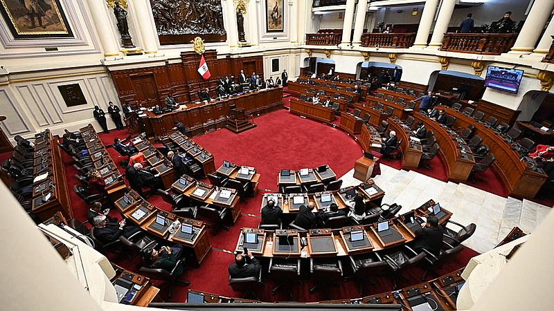 Parlamentares peruanos se reúnem após anúncio da dissolução do Congresso por parte do presidente do país, Martín Vizcarra