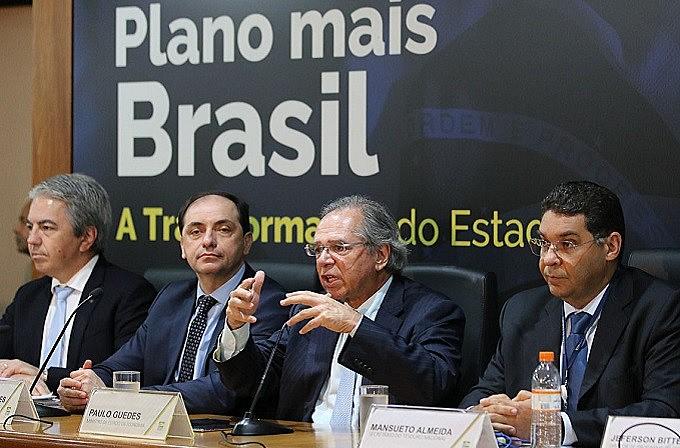 O ministro da Fazenda, Paulo Guedes, apresentou à imprensa, em novembro de 2019,  as propostas do Pacto Federativo