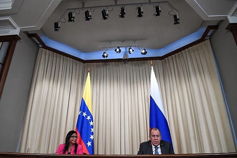 Vice-presidenta venezuelana, Delcy Rodríguez, e chanceler russo, Serguei Lavrov, concedem entrevista coletiva após encontro na sexta (1)