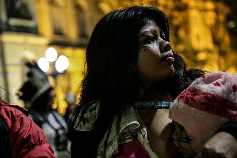 Mulheres índigenas toma o espaço público durante marcha no centro da cidade de São Paulo